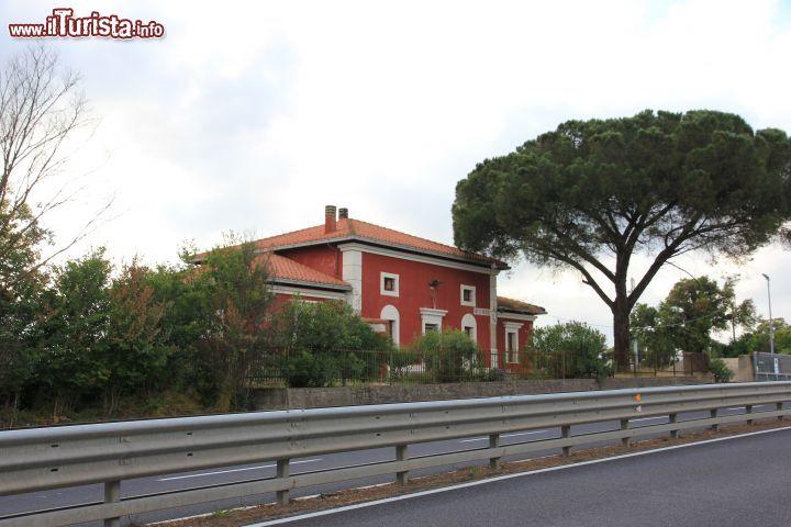 Aidomaggiore sardegna la casa cantoniera di foto for Foto di ponti su case