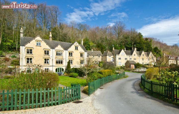 Arlington road e le tipiche case di bibury inghilterra for Piani e foto di cottage in pietra