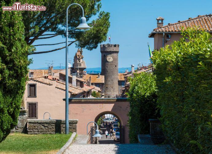 Il borgo di bagnaia viterbo conta circa foto bagnaia for Puglia garden city ny