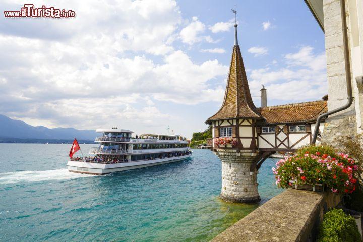 Tour in barca sul lago thun escursione al castello for Casetta sul lago catskills ny