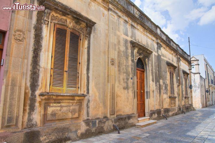 Casa con facciata in pietra nel centro di mesagne for Casa di facciata in pietra