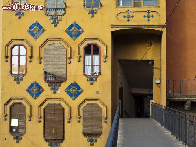 Un particolare di una casa che si affaccia sul foto for Piccoli piani di casa sul fiume