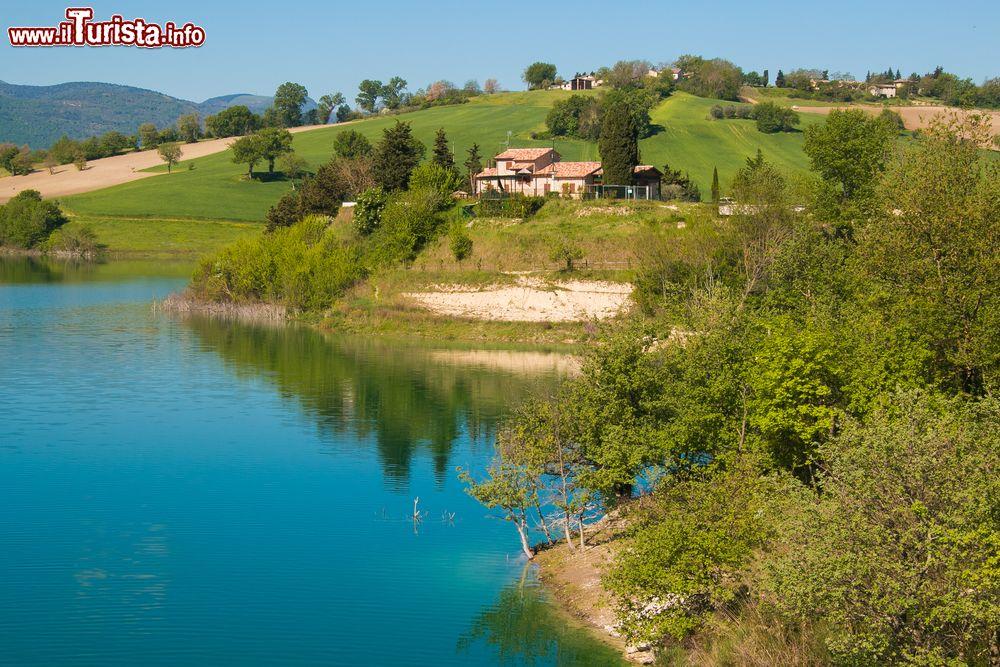 i laghi balneabili delle marche e i pi belli da visitare