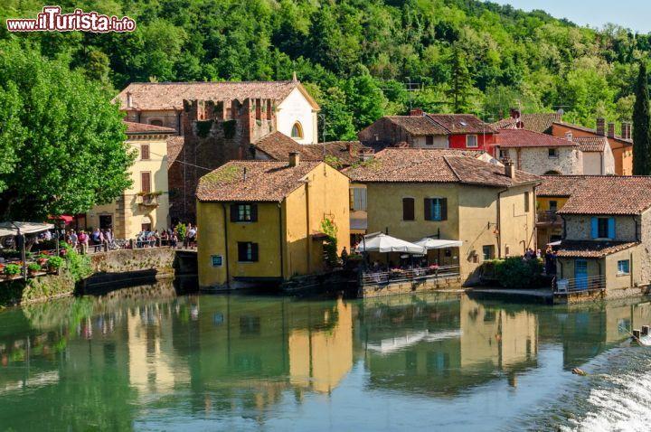 Case sull 39 acqua a borghetto sul mincio verona foto for Fotografie di case