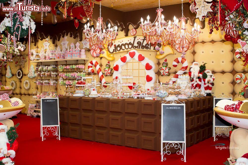 Immagini Del Villaggio Di Babbo Natale.La Cioccolateria Del Villaggio Di Babbo Foto Gattatico