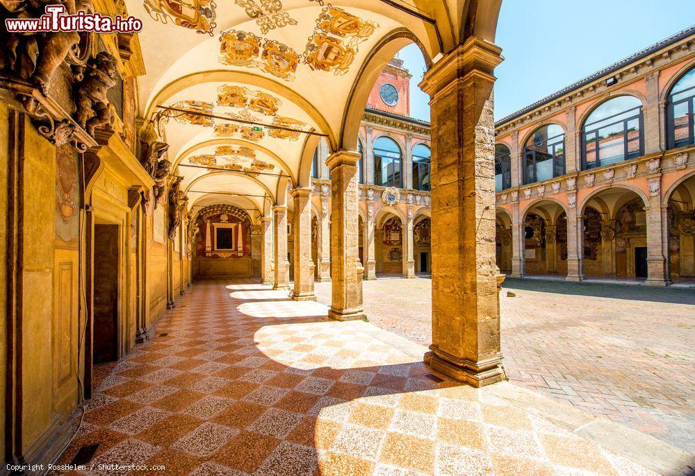 Il Cortile Interno Dell 39 Archiginnasio Di Foto Bologna