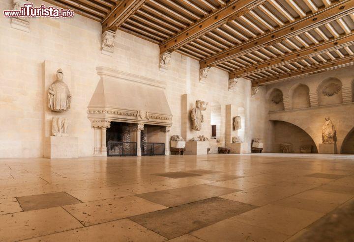 Grande salone all 39 interno del castello di foto for Interni salone
