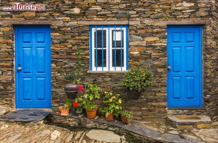 Case Di Pietra Sardegna : Rivestimenti muri in pietra lastre coperture pavimentazioni