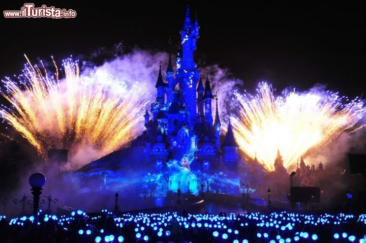 Natale a Disneyland Paris, offerte scontate: biglietti, soggiorno e volo