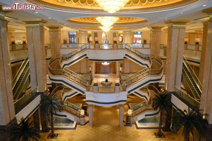 Emirates palace abu dhabi una struttura foto abu for Hotel a barcellona 3 stelle