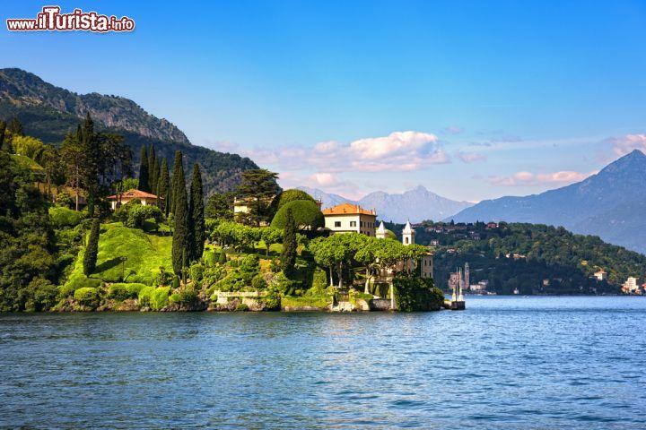 Escursione sul lago di como una fotografia della for Casetta sul lago catskills ny