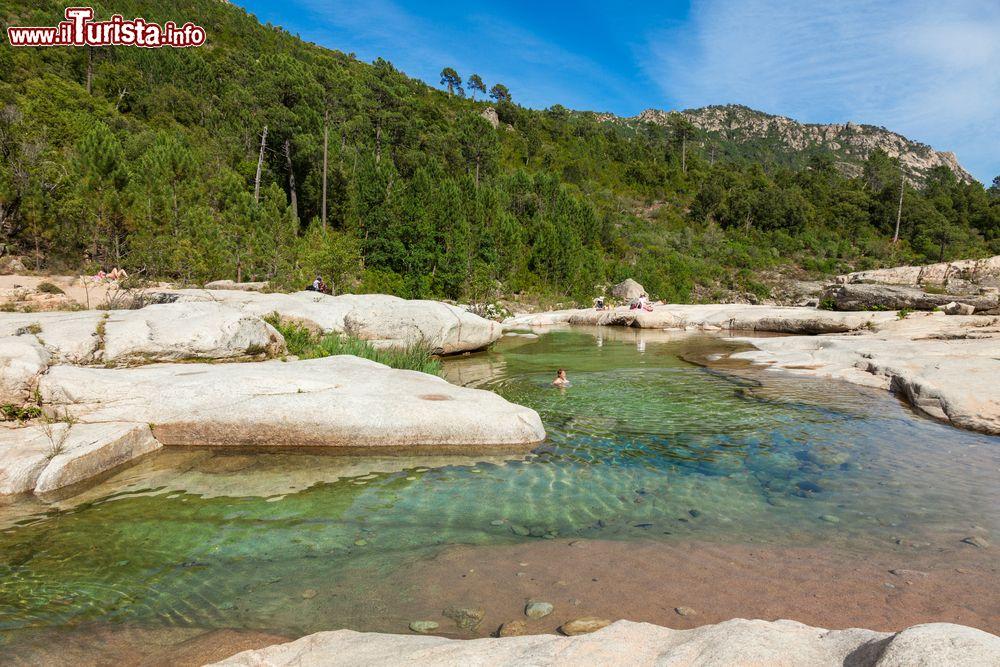 Escursione nell 39 entroterra di lecci la piscina foto for Piscina naturale