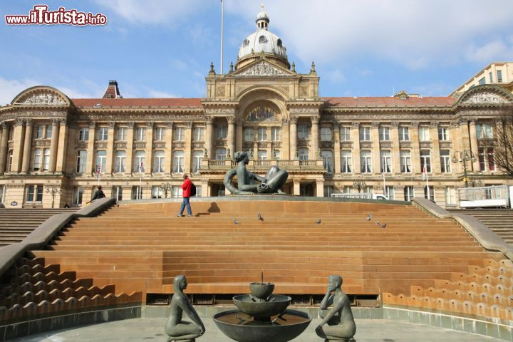 Immagine Fotografia panoramica del Birmingham Council House  in Victoria Square, Inghilterra.