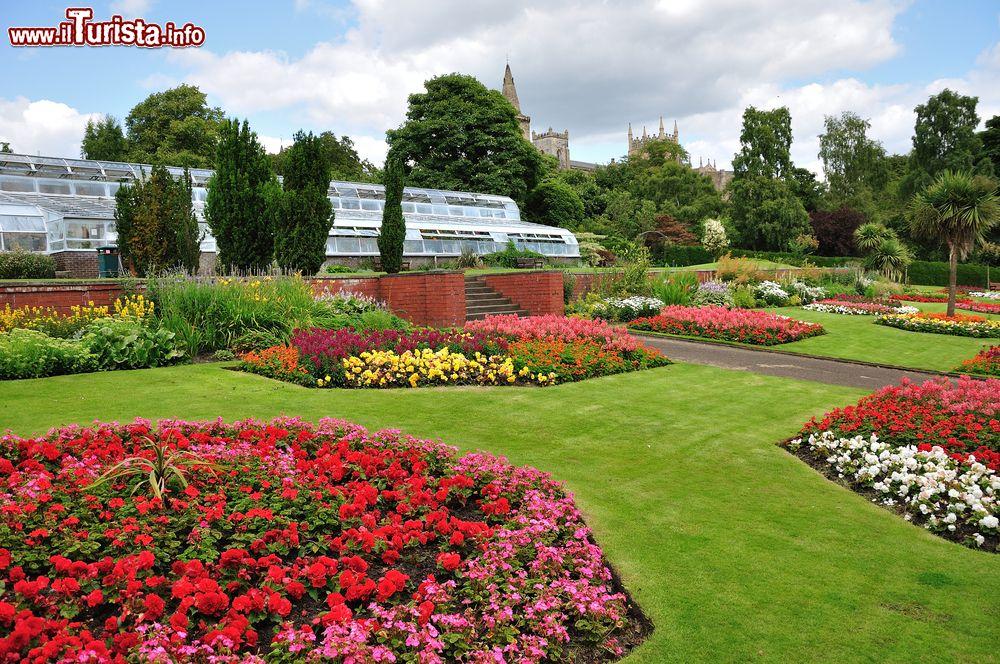giardini fioriti nel parco pittencrieff a dunfermline