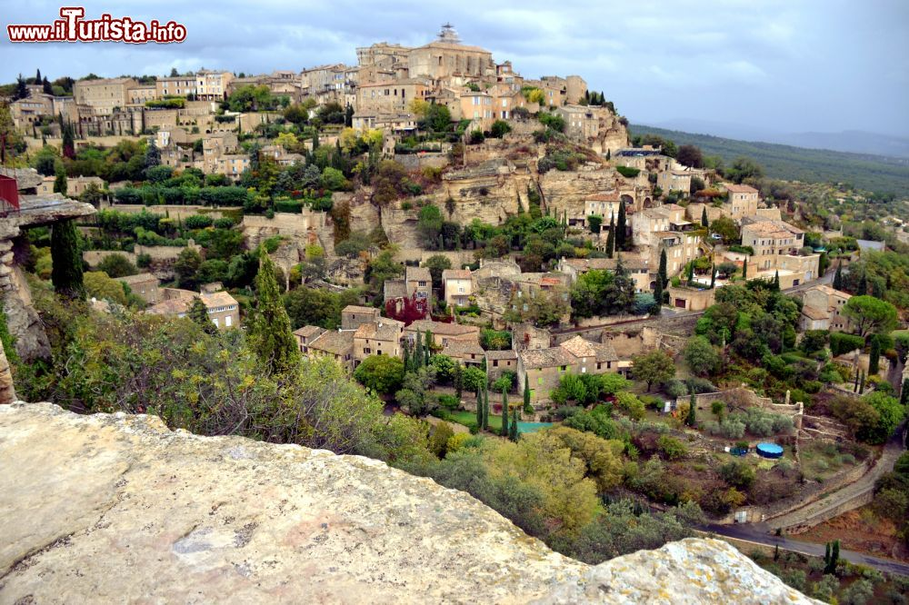 Gordes nel parco regionale del luberon foto gordes for Villaggi vacanze barcellona