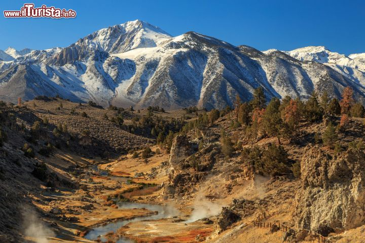 Immagine Hot Creek e Mammoth Mountains fanno parte del supervulcano della Long Valley Caldera in California - © Johnny Adolphson / Shutterstock.com