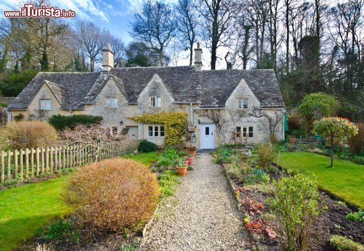 I deliziosi cottages di bibury il villaggio foto bibury for Disegni di cottage di campagna