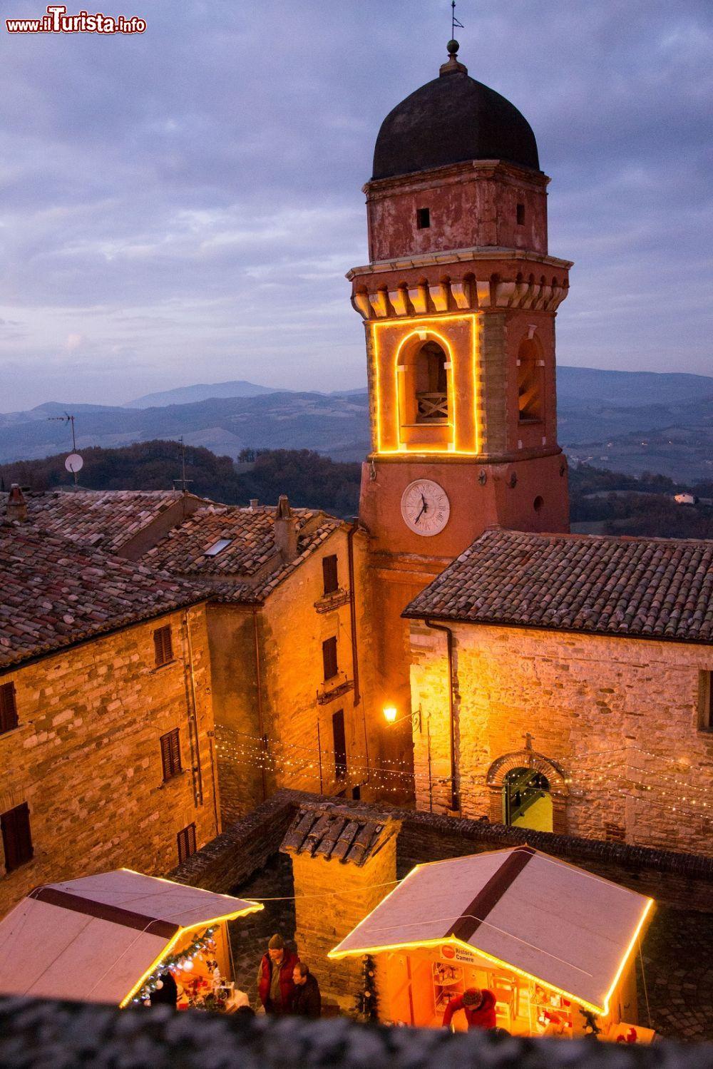I mercatini di natale al castello di frontone foto for Castello di frontone