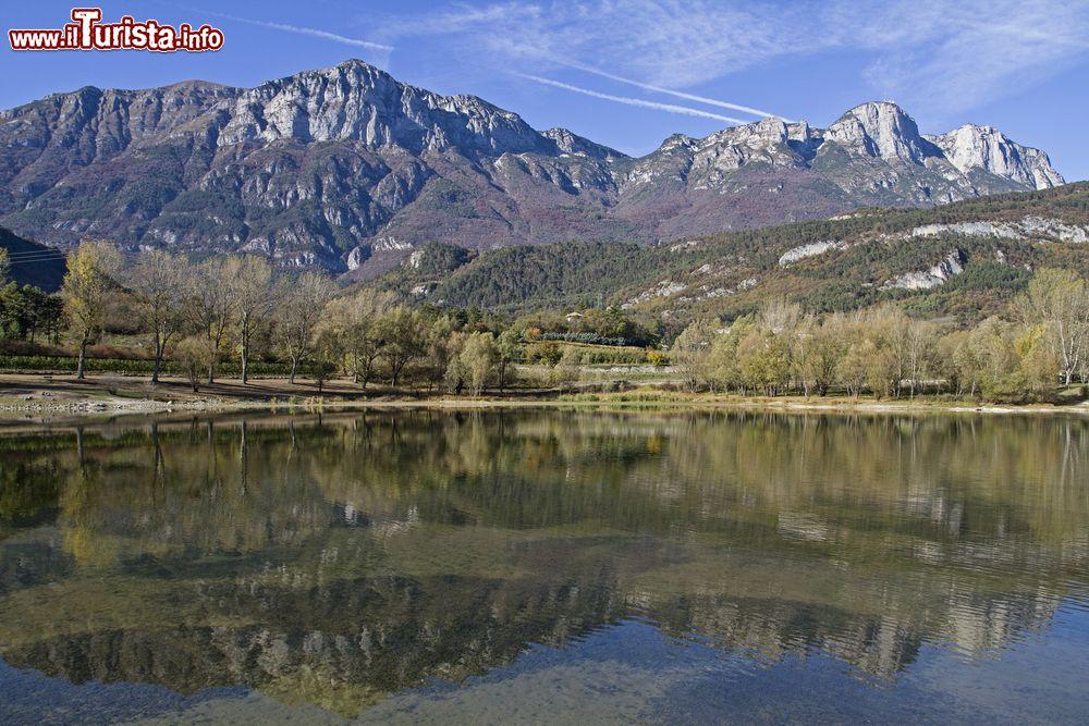 I monti della paganella e il lago di terlago foto for Monti del trentino