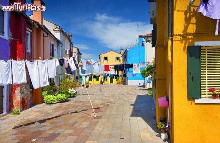 I panni stesi nelle strade di burano un 39 isola foto for Fotografie di case