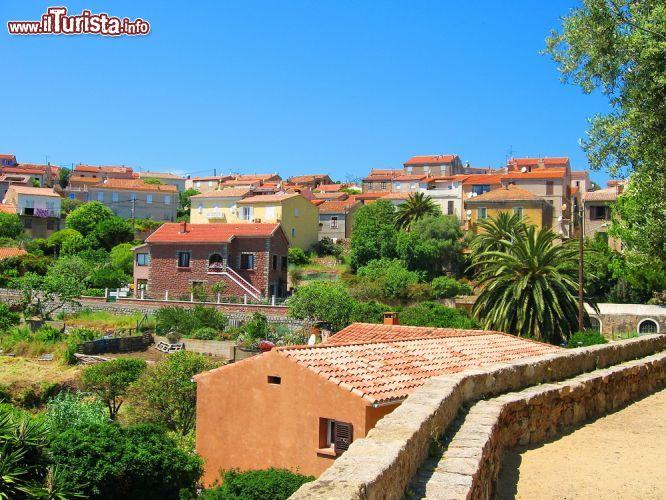 I tetti delle case antiche di cargese corsica foto for Foto case antiche