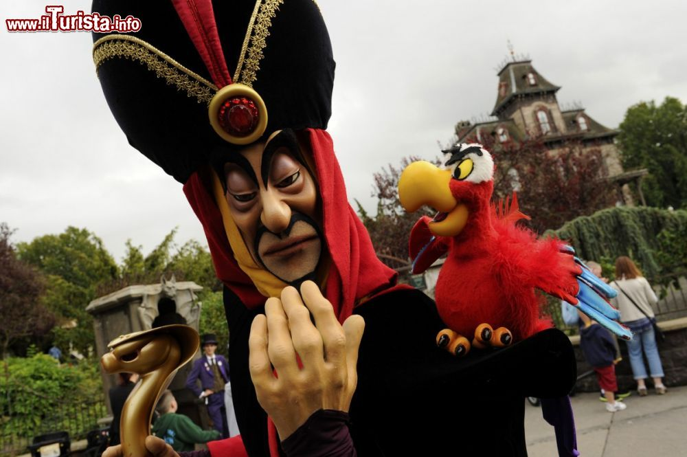"Immagine Iago e Jafar, i ""cattivi"" di Aladdin a Disneyland Paris - © news.disneylandparis.com"