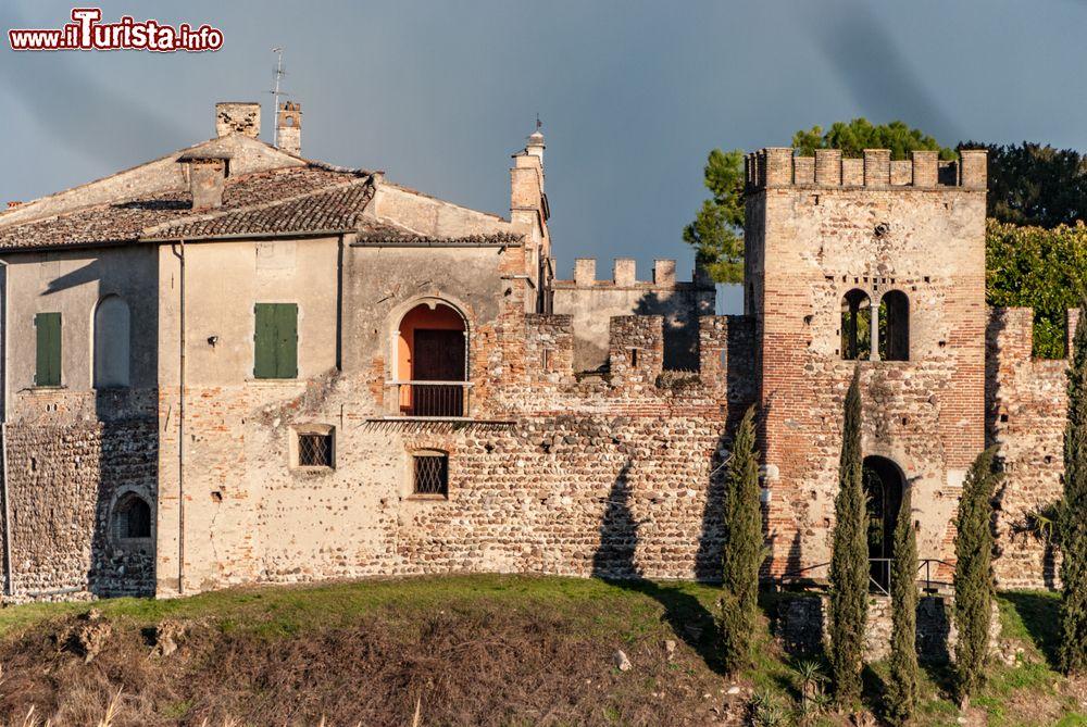 Le foto di cosa vedere e visitare a Castellaro Lagusello