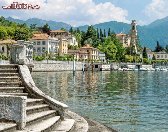 Il fascino di tremezzo con gli eleganti palazzi for Casetta sul lago catskills ny