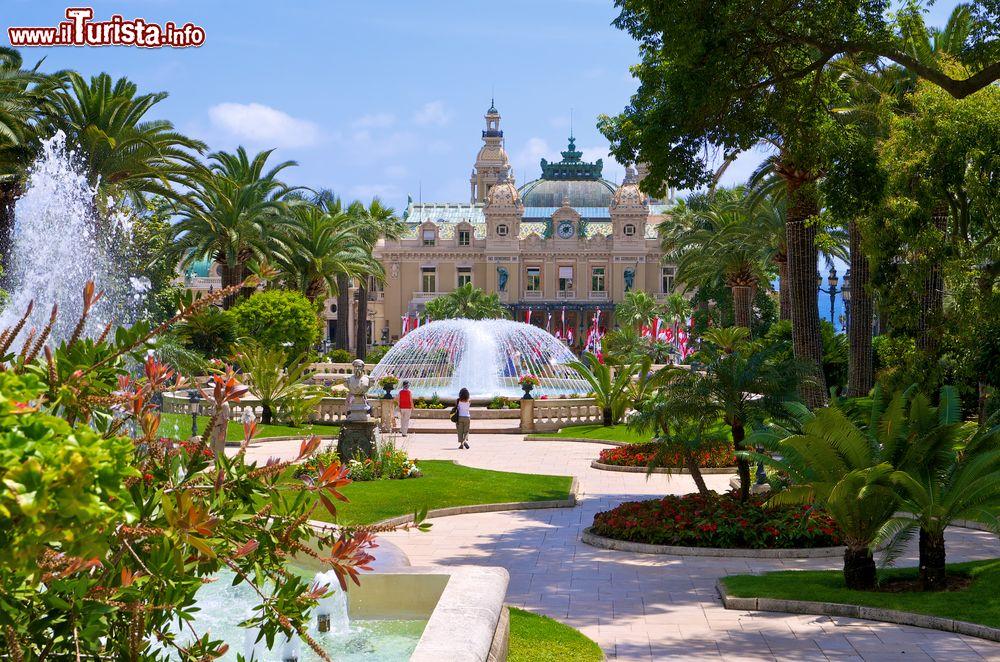 Il giardino con fontane vicino al casin foto monte - Giardini con fontane ...