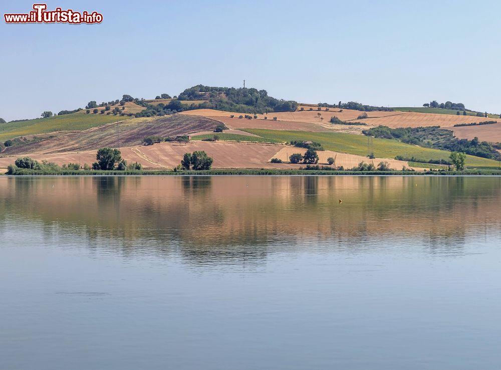 https://www.ilturista.info/myTurista/files/1/il_lago_di_chiusi_in_val_di_chiana_in_toscana.jpg