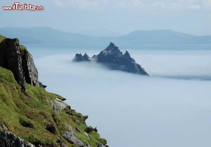 Immagine il panorama da Skellig Michael, l'isola di Little Skellig e le coste dell'Irlanda