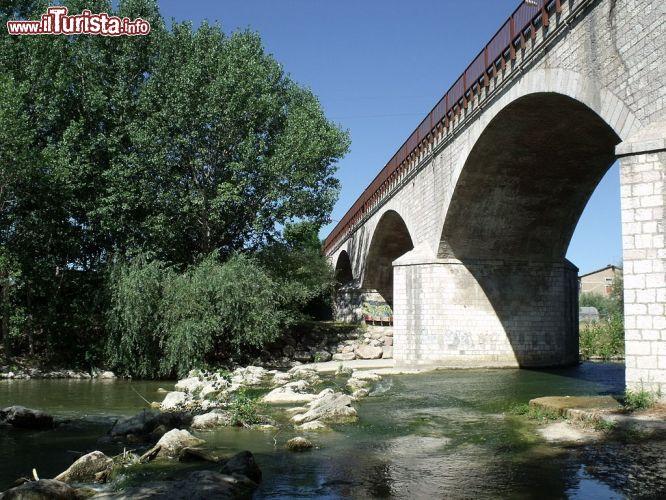 Il ponte sul fiume chiascio a bastia umbra foto bastia umbra - Il giardino sul fiume ...