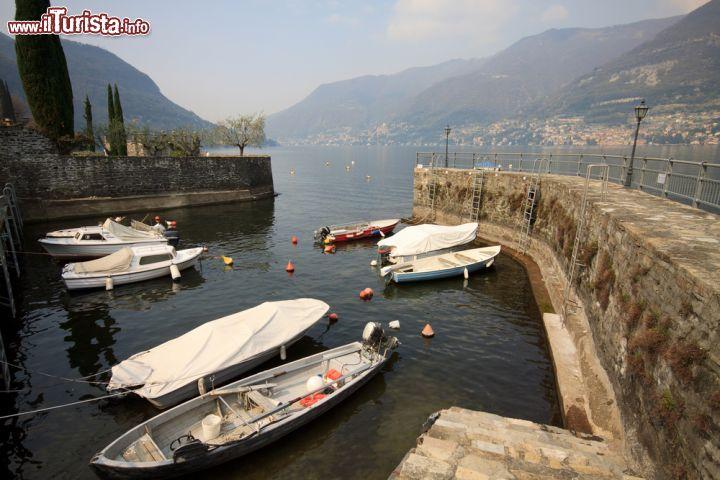 Il porticciolo turistico di faggeto lario sul foto for Casetta sul lago catskills ny