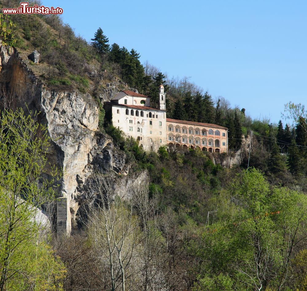 Il santuario di santa lucia nei pressi di mondovi for Hotel del santuario siracusa