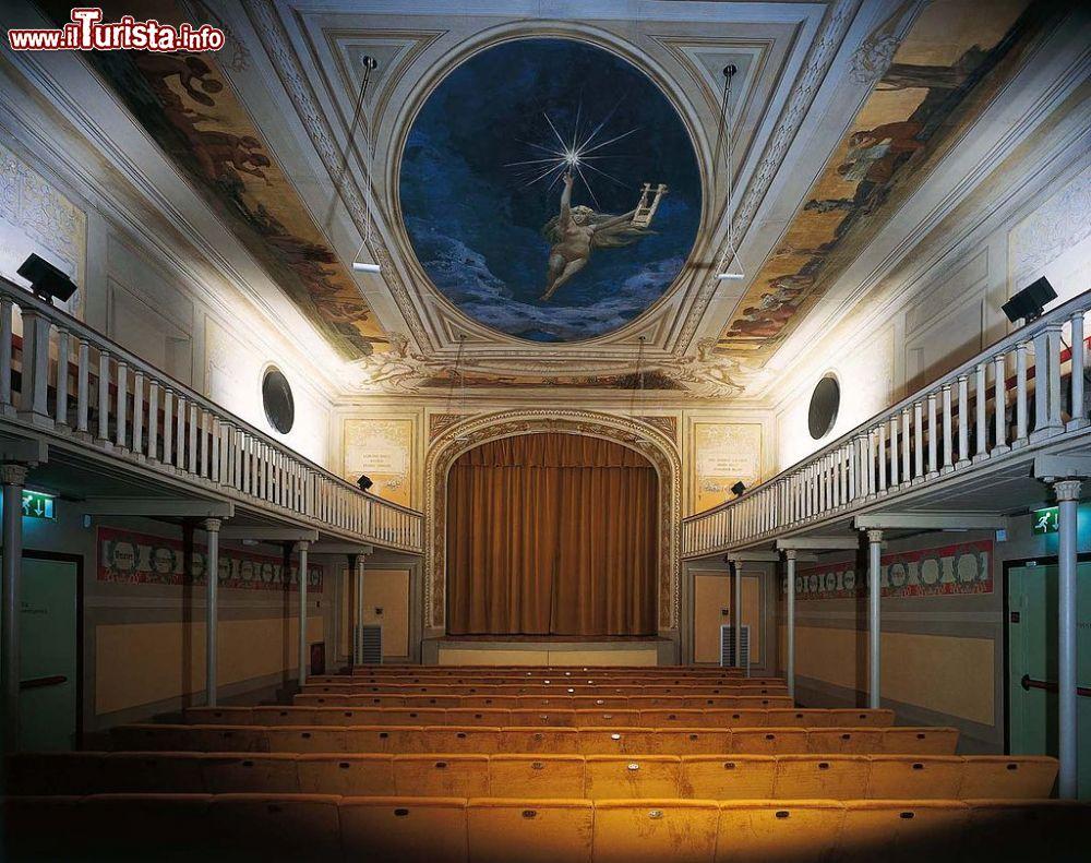 Il teatro manzoni a calenzano lmagnolfi foto for Interno 3 calenzano