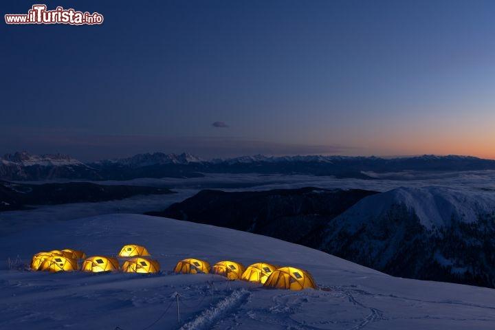 Dormire in tenda sulla neve al Salewa Basecamp Merano