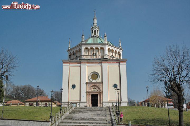 Facciata della chiesa di crespi d 39 adda fedele foto for Le torri arredamento busto arsizio