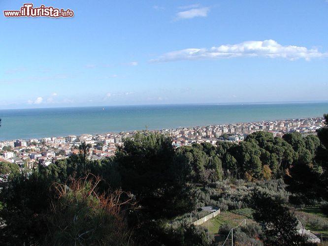 Una foto panoramica della citt di francavilla foto for Mobilia arredamenti francavilla al mare