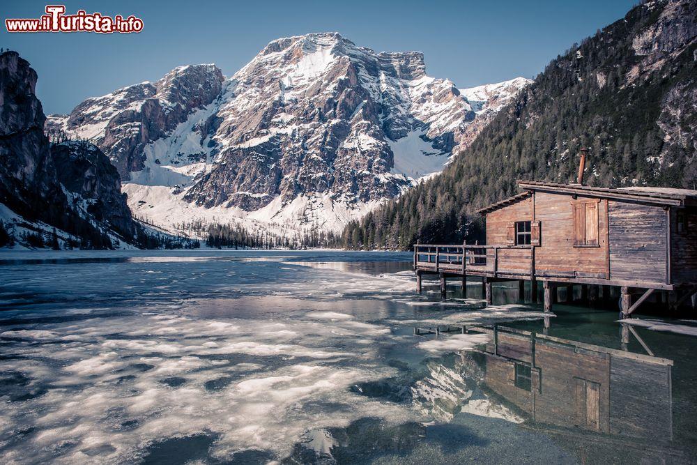 I mercatini di natale sul lago di braies date 2016 e for Mercatini umbria oggi