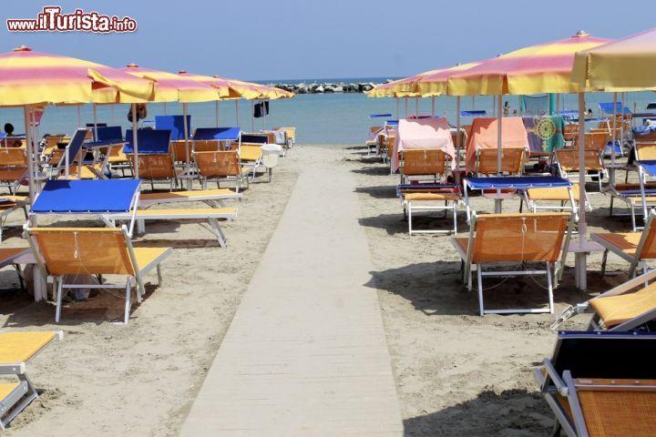 Matrimonio Sulla Spiaggia Emilia Romagna : La spiaggia di gatteo a mare si trova nord foto