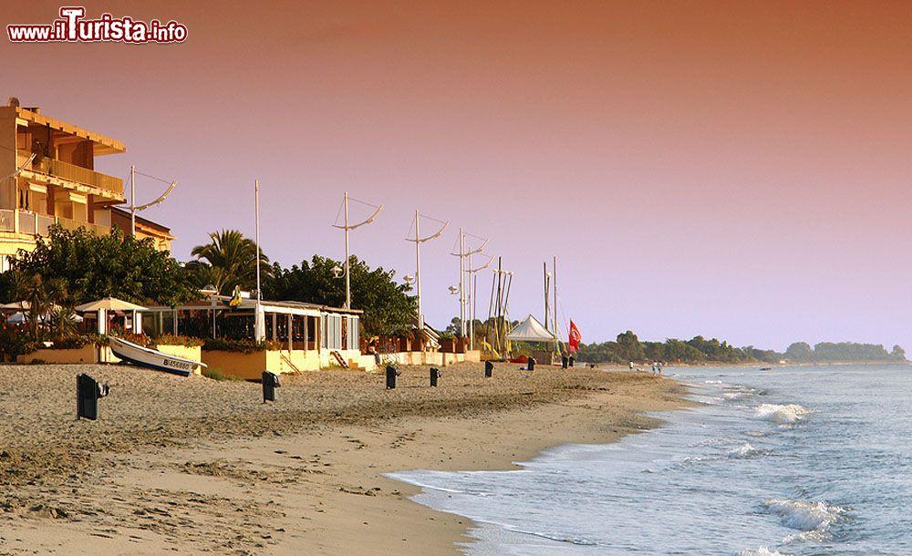 La spiaggia di moriani plage si trova non distante - Immagini da colorare la spiaggia ...