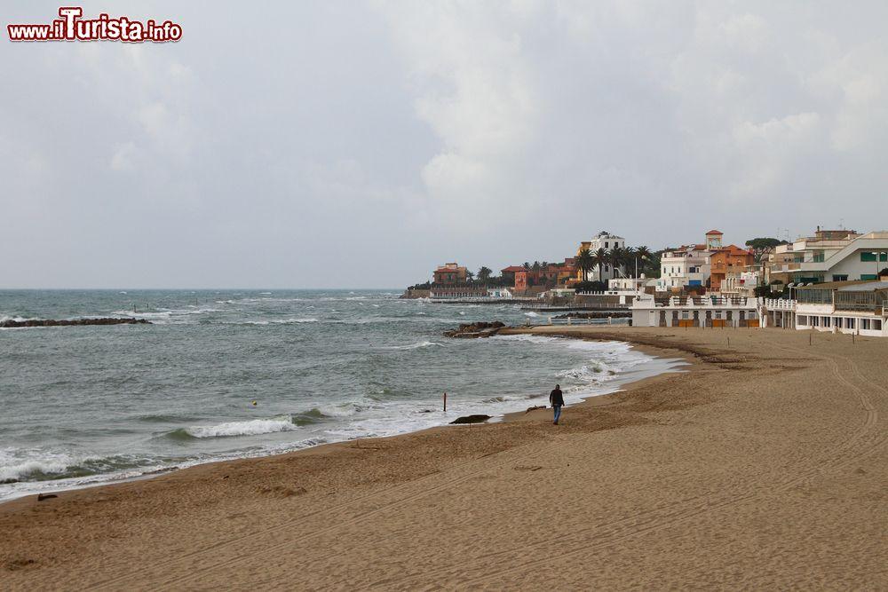 Matrimonio In Spiaggia Nel Lazio : La grande spiaggia di santa marinella nel lazio foto
