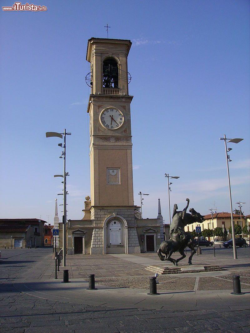 La Torre dell'Orologio di Piazza Liberta ...   Foto ...