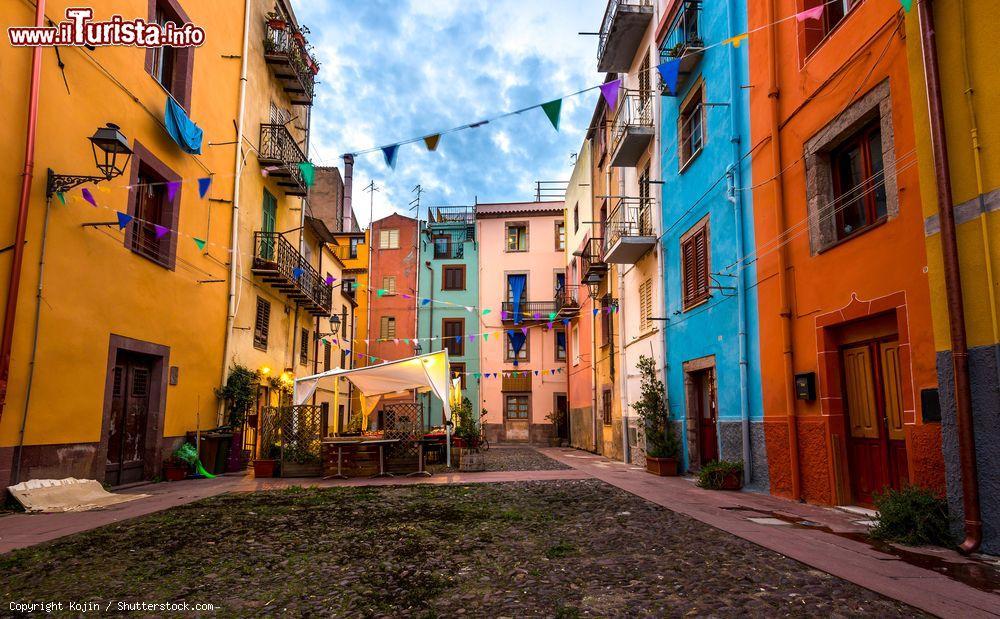 Le case colorate del centro storico di Bosa in ...   Foto Bosa