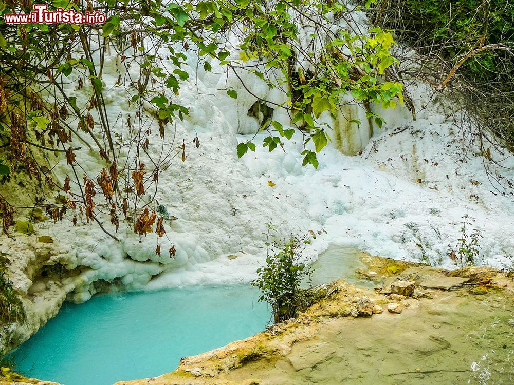Le terme libere di bagni san filippo in toscana foto - Bagni san filippo terme libere ...