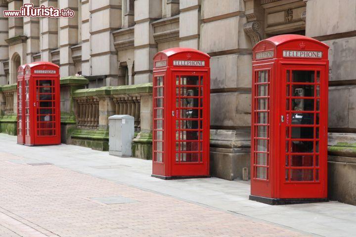 Le tradizionali cabine telefoniche rosse di birmingham for Cabine al lago shadd