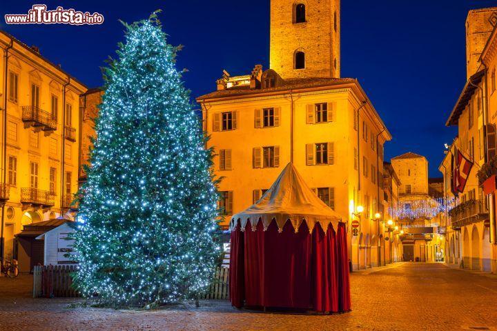 Mercatini di natale a alba piemonte italia foto alba - Immagine di regali di natale ...
