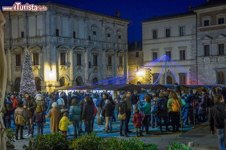 I mercatini del villaggio di natale a montepulciano in for Mercatini toscana
