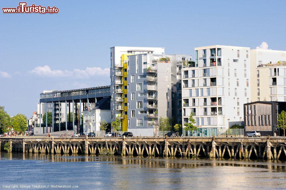 Moderni appartamenti sul lungofiume della citt foto for Appartamenti moderni foto