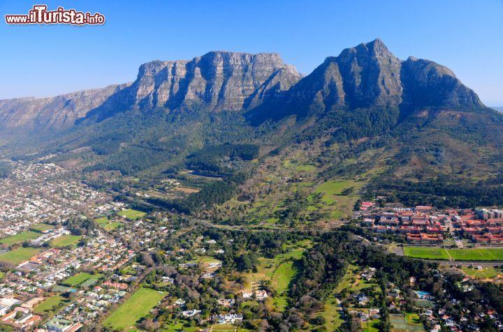 Le montagne nei dintorni di cape town sud africa for Disegni per la casa del merluzzo cape